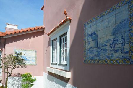 Les azulejos d'origine sur les murs de la Quinta da Condeça.